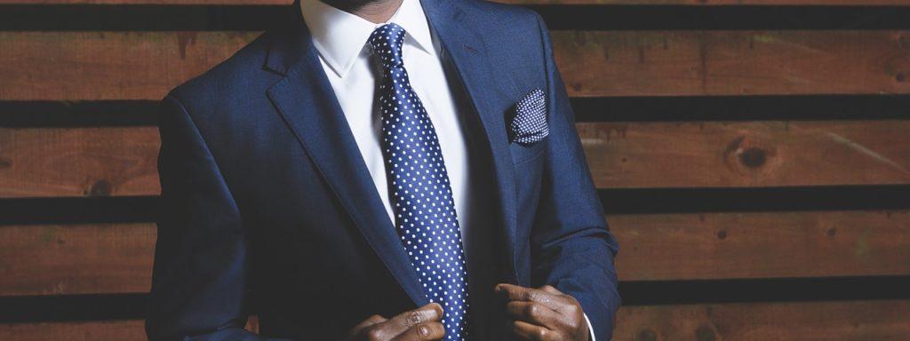 ネクタイをした人の写真