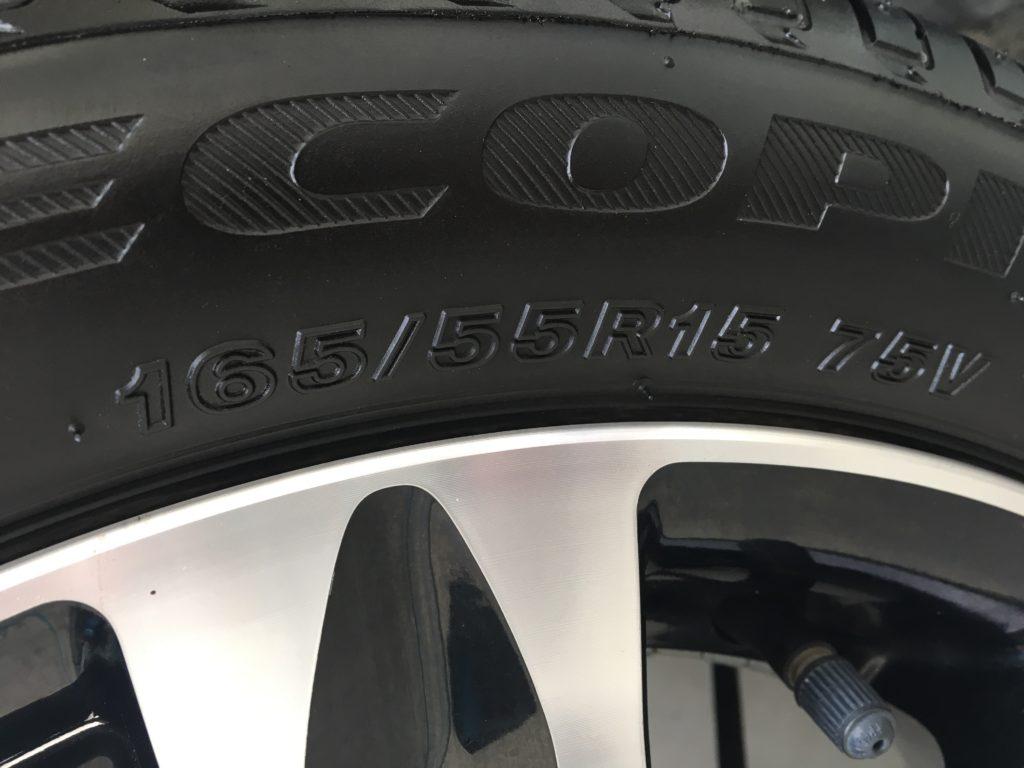 タイヤのサイズをアップで撮った写真