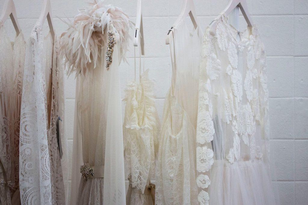 白い洋服の写真
