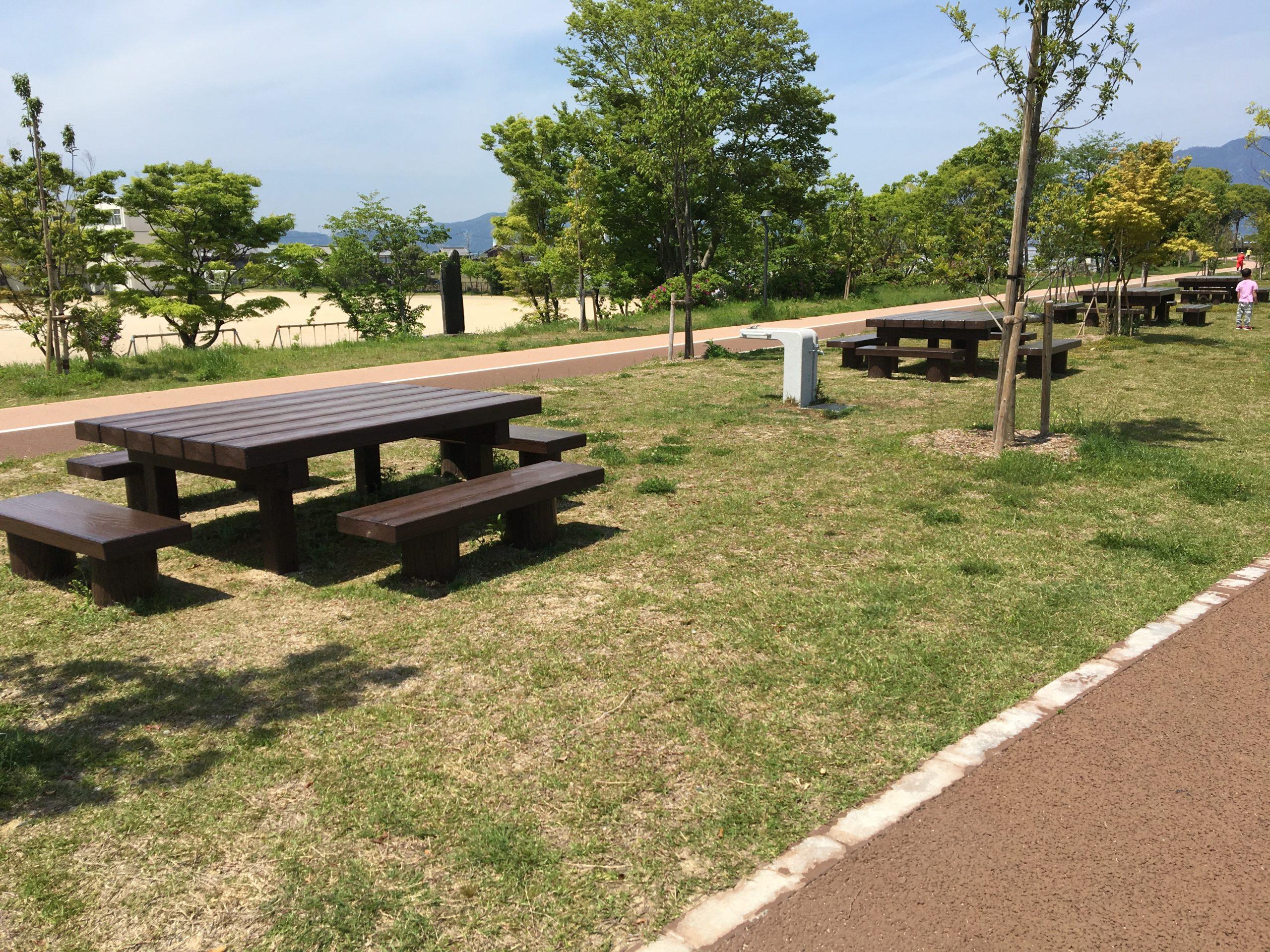 あいさい広場ベンチと風景画像