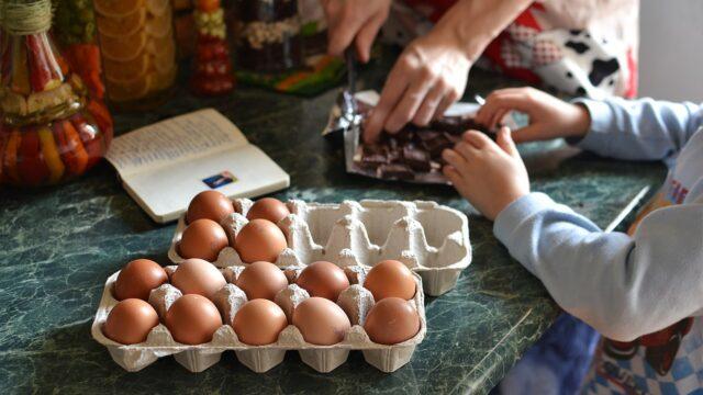 玉子料理の準備をしている画像